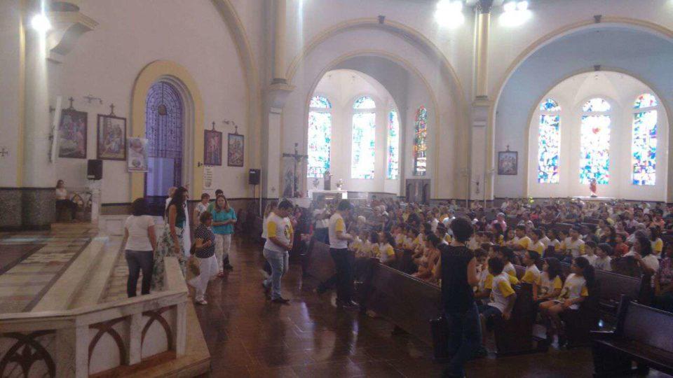 Coroinhas de Matão visitam a Catedral