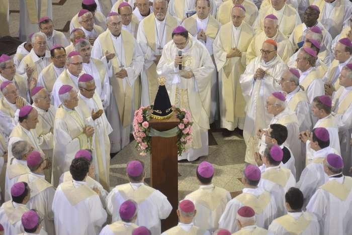 Bispos encerram no Altar de Aparecida a 53ª Assembléia Geral da CNBB