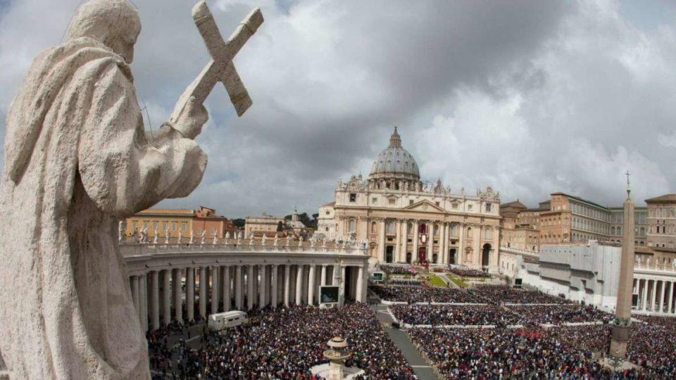 Crescem os católicos no mundo, aponta Anuário Pontifício 2015