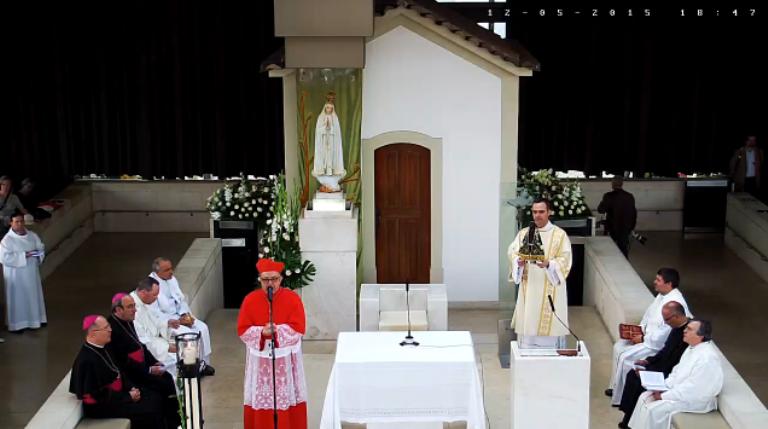 Imagem de Nossa Senhora Aparecida é entronizada em Fátima
