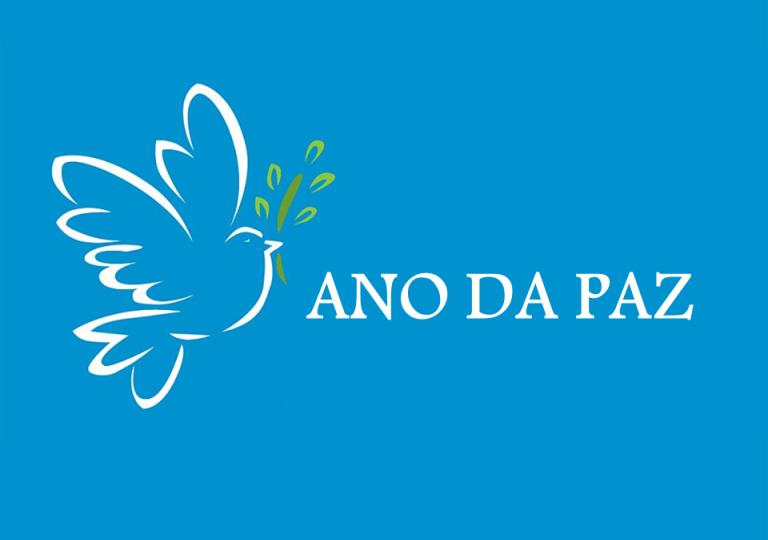Dom Paulo entrega aos padres material sobre o Ano da Paz