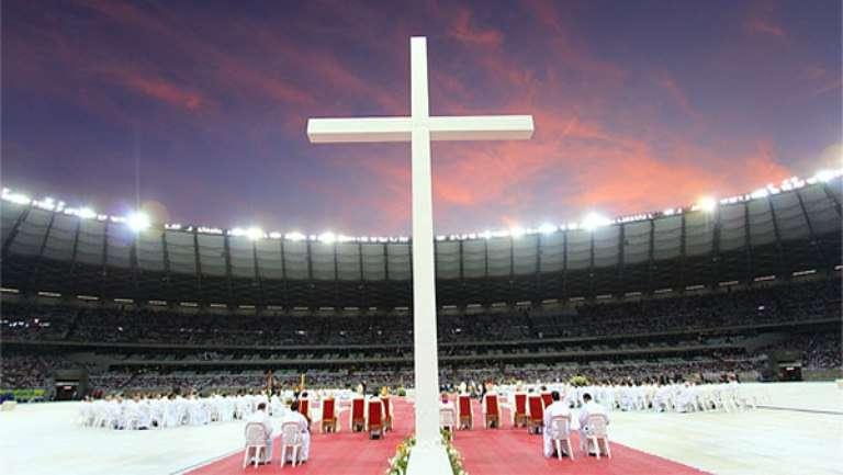 Mais de 50 mil fiéis celebram 15ª Torcida de Deus em BH