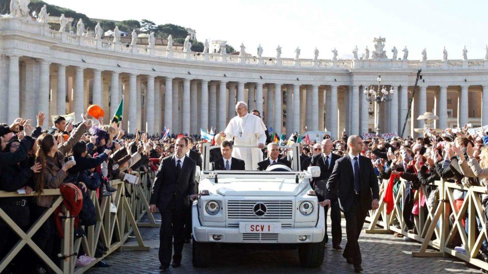 Papa Francisco canoniza pais de Santa Teresinha