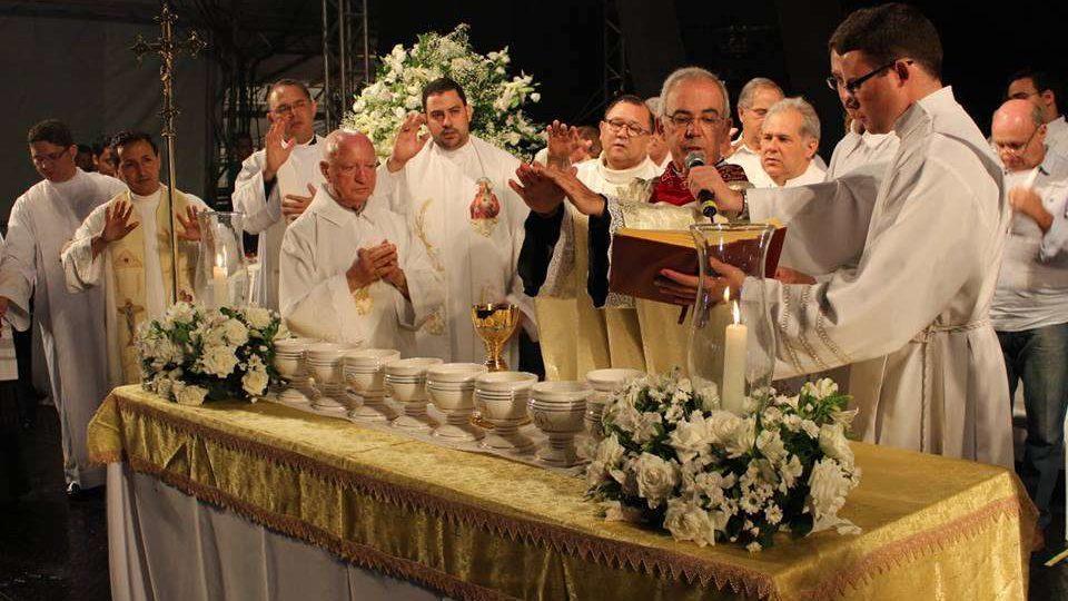 Milhares participam da Missa Campal em comemoração de São Carlos