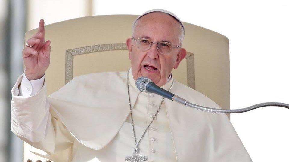 Papa Francisco: acolher o estrangeiro e vestir os nus