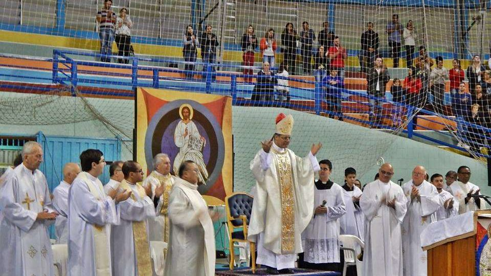 Dom Paulo Cezar preside Eucaristia para milhares de Católicos em Jahu