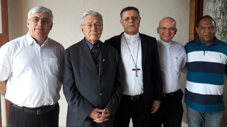 Bispo recebe visita de Arcebispo Emérito de Campinas