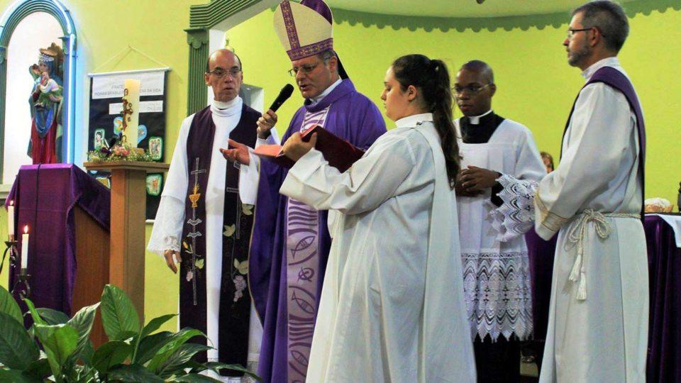 Bispo Dom Paulo Cezar Celebra Crisma na Paróquia Nossa Senhora do Perpétuo Socorro