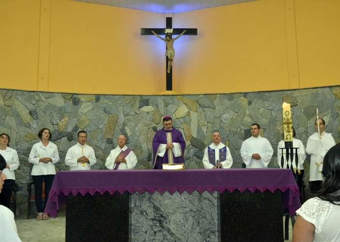 Dom Paulo celebra Crisma na Paróquia São Judas Tadeu, em São Carlos