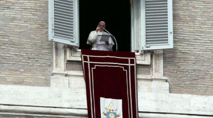 """Papa Francisco: Para seguir Jesus é preciso abandonar as """"falsas luzes"""" e confiar nele"""