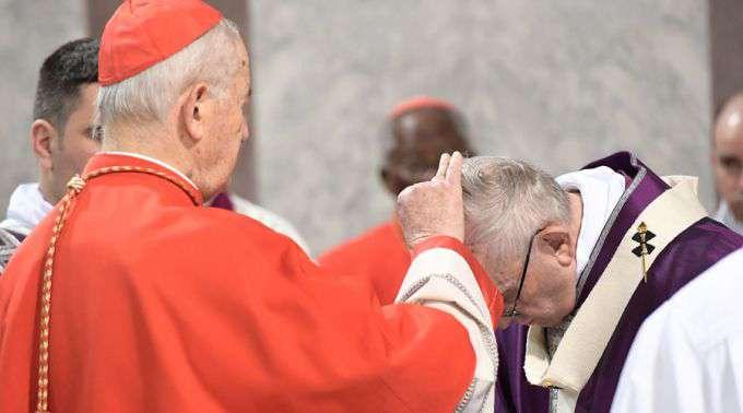 """Papa denuncia na Quarta-feira de Cinzas a """"asfixia sufocante"""" do homem por seus egoísmos"""