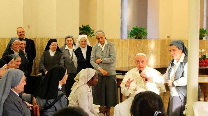 Surpresa de Quaresma: Estas religiosas esperavam um sacerdote e apareceu o Papa