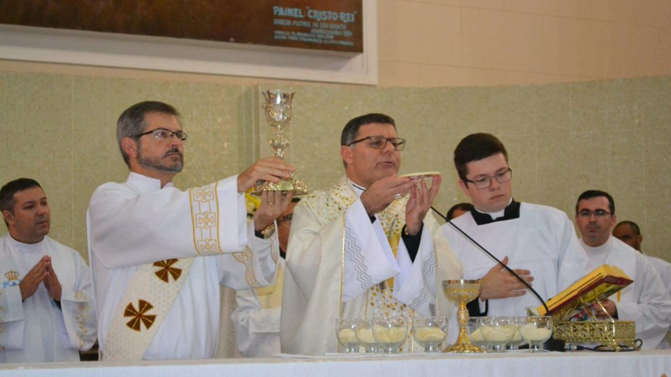 Dom Paulo Cezar Preside à Missa de Páscoa na Paróquia São Bento em Araraquara