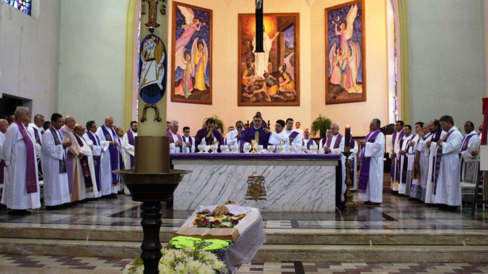 Dom Paulo preside Missa de Exéquias de Monsenhor Luiz Cechinato