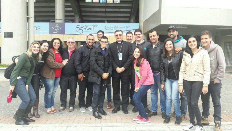 Delegação de jovens da Diocese se encontra com Dom Paulo em Aparecida