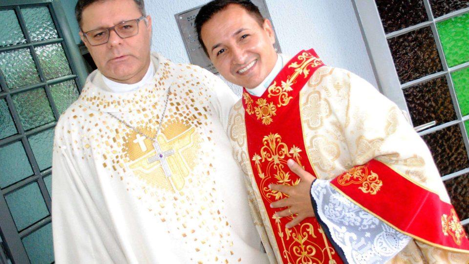 Dom Paulo preside missa em comemoração aos cinco anos de sacerdócio do Padre Dionísio Santos