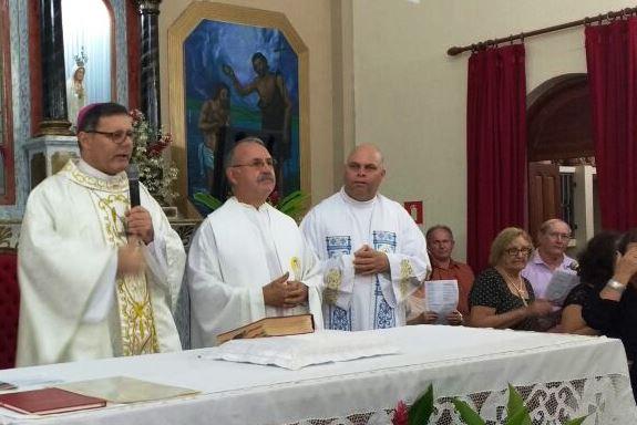 Dom Paulo empossa novo Pároco e Celebra Missa do Crisma em Nova América