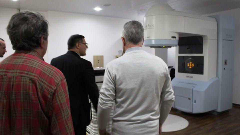 Dom Paulo visita Centro de Radioterapia de São Carlos