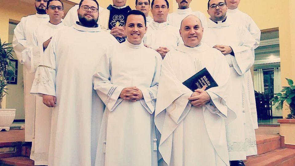 Seminaristas são instituídos leitores