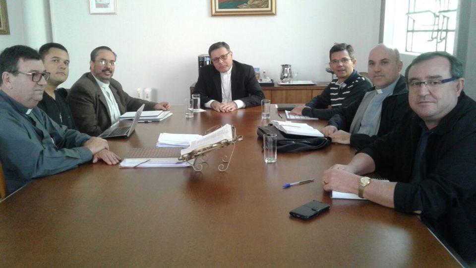 Bispo se reúne com equipe de formadores da Diocese