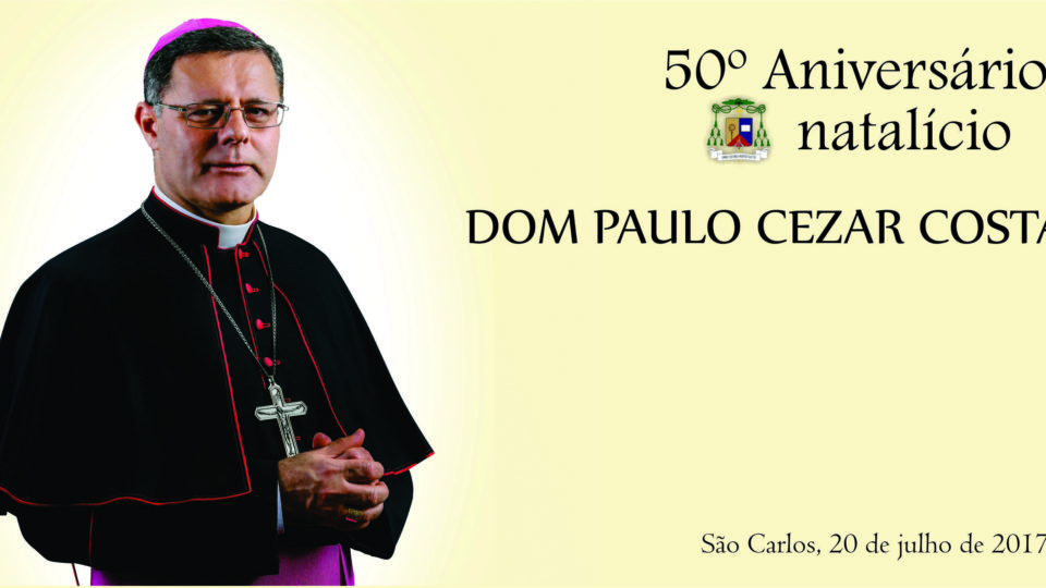 Dom Paulo Cezar Costa bispo diocesano celebra seu aniversário natalício