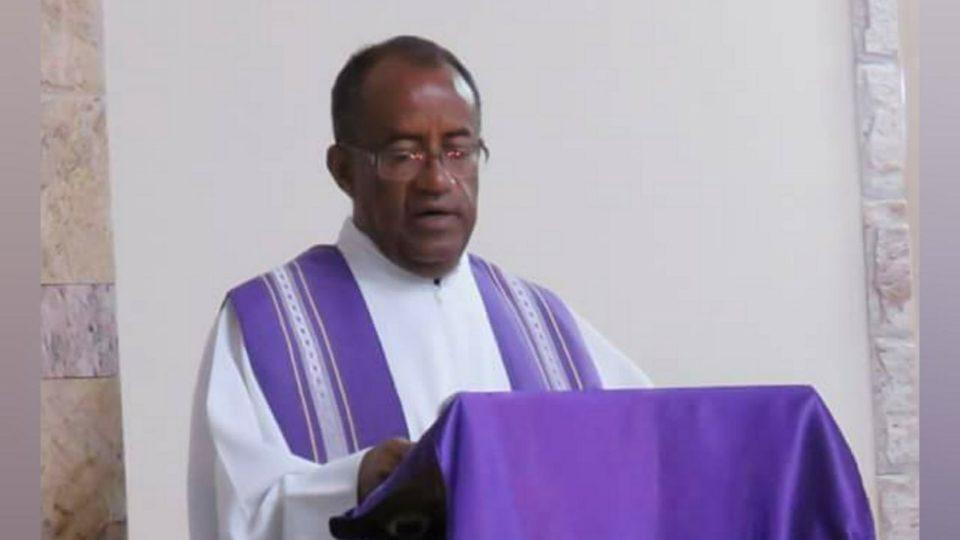 Padre Juvenal da Paróquia de Santa Rosa de Lima da Diocese de Valença, envia os votos de felicitações para Dom Paulo