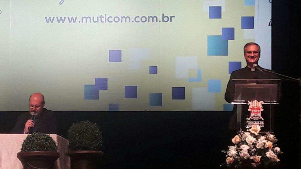 Prefeito da Secretaria para Comunicação do Vaticano encerra 1° noite no Muticom