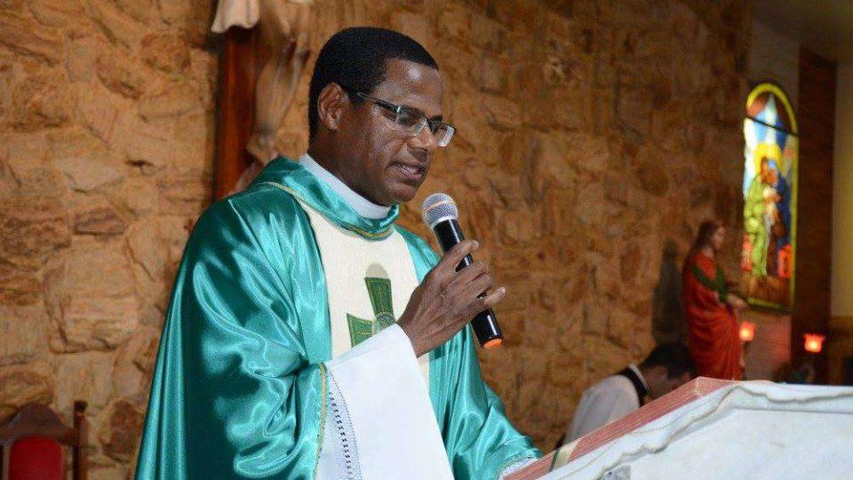Padre Édis Carlos é apresentado à comunidade de Pontunduva