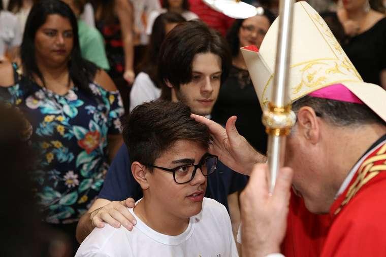 MATRIZ NOSSA SENHORA DO PATROCÍNIO EM JAÚ CELEBRA SACRAMENTO DA CRISMA
