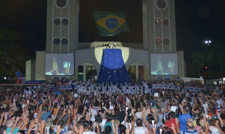 Milhares de fiéis participaram da grande solenidade em homenagem à padroeira do Brasil presidida por Dom Paulo Cezar
