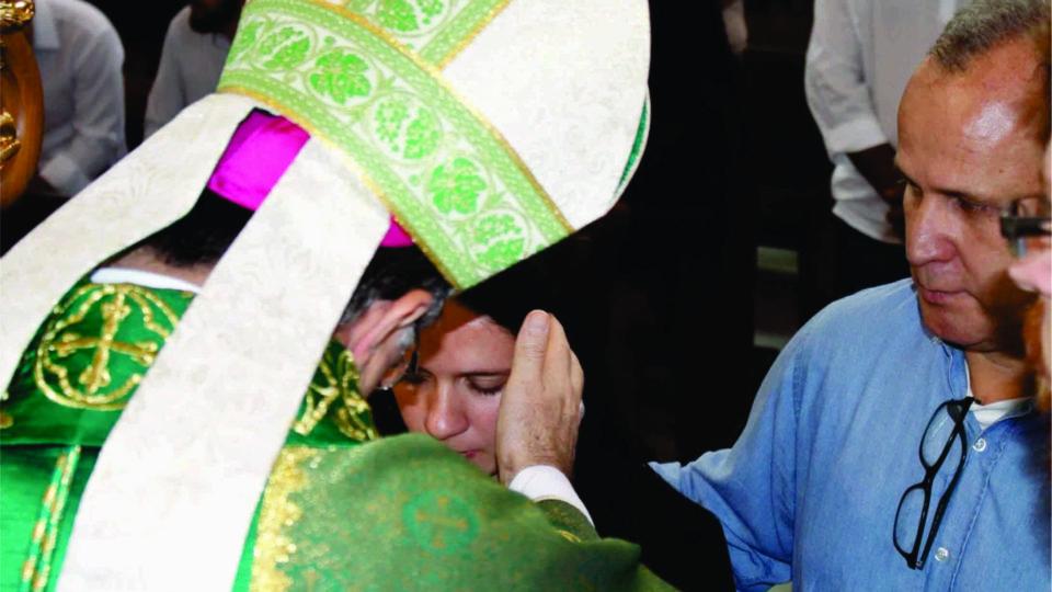 Dom Paulo Celebra Crisma na Catedral de São Carlos Borromeu