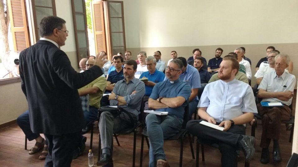 DOM PAULO CEZAR PARTICIPA DE REUNIÃO NO VICARIATO NOSSA SENHORA DO PATROCÍNIO