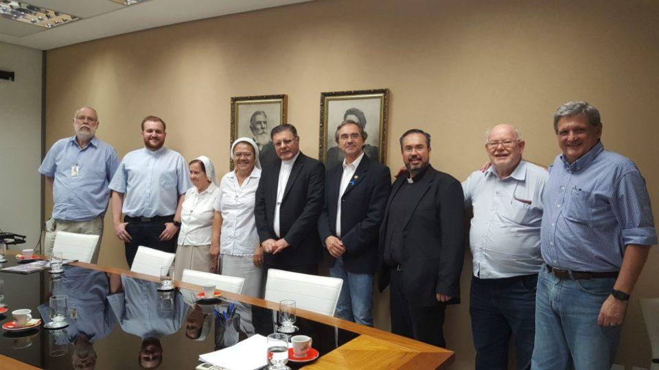Bispo visita Hospital Amaral Carvalho na cidade de Jaú