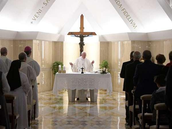 A idolatria do dinheiro mata, destaca Papa em homilia