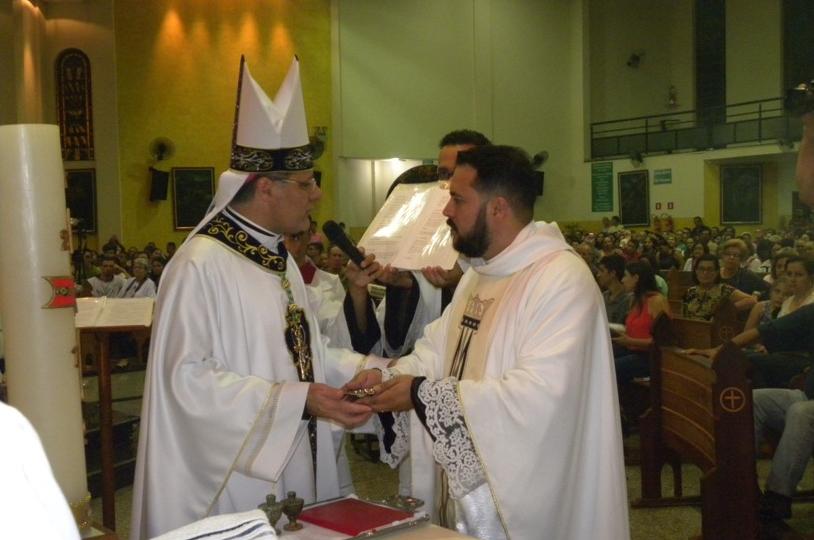 A Paróquia São Benedito de Itápolis recebe Padre Fabiano Augusto da Silva