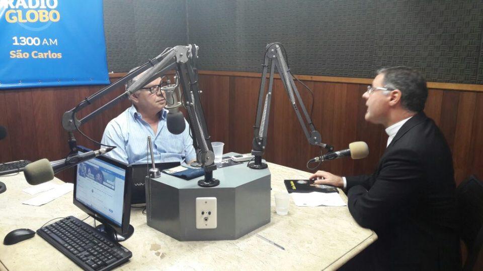 Bispo concede entrevista para Rádio Globo de São Carlos