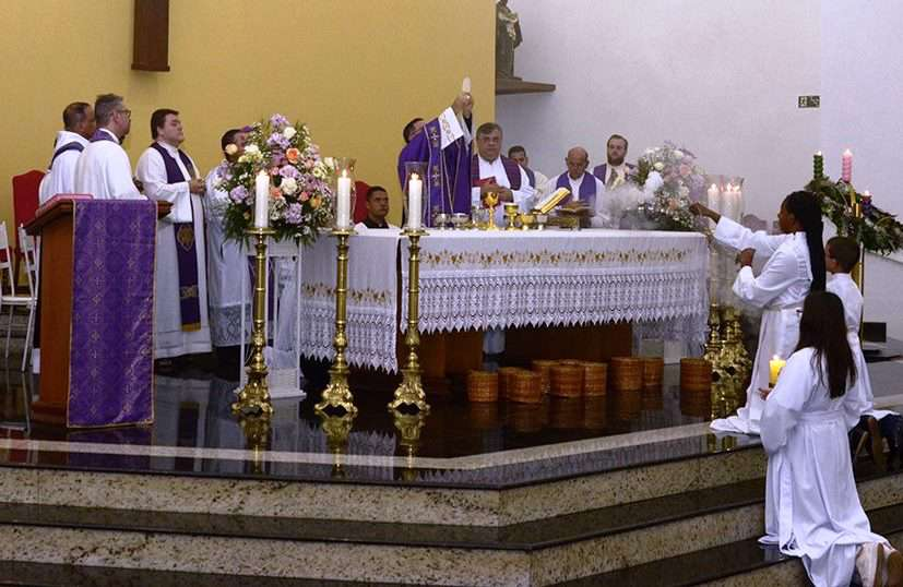 Investidura de novos Ministros Extraordinários da Sagrada Comunhão no Vicariato Nossa Senhora do Patrocínio