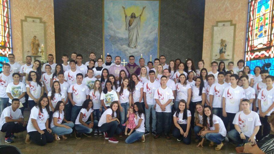 64 jovens recebem o Sacramento da Crisma em Bocaina