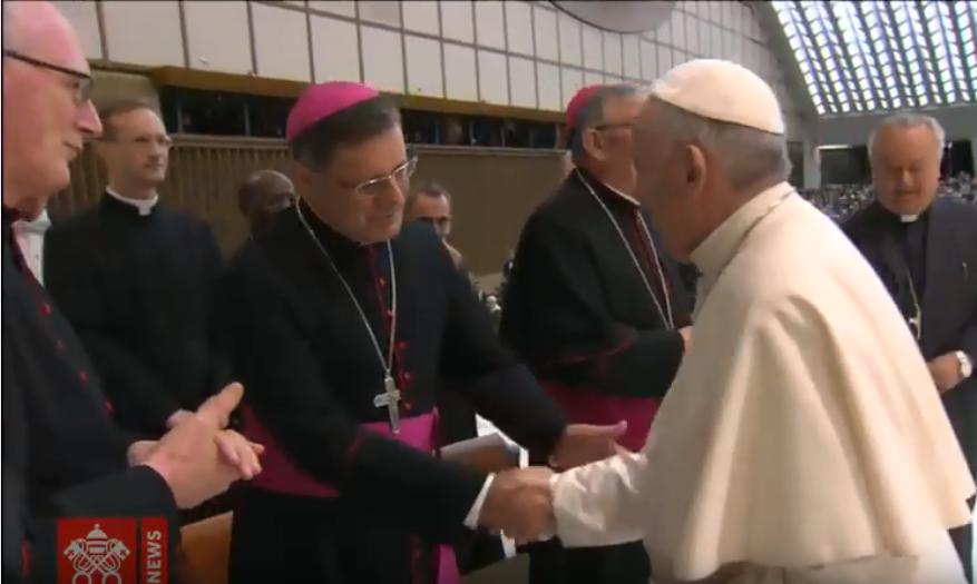 Papa Francisco envia carta a Bispo de São Carlos pelos 25 anos de ordenação