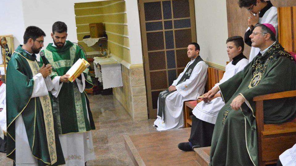 Fiéis acolhem com alegria Padre João Victor Bulle