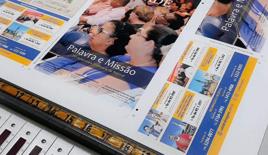 Equipe de comunicação da Diocese acompanha impressão da Revista Unidade