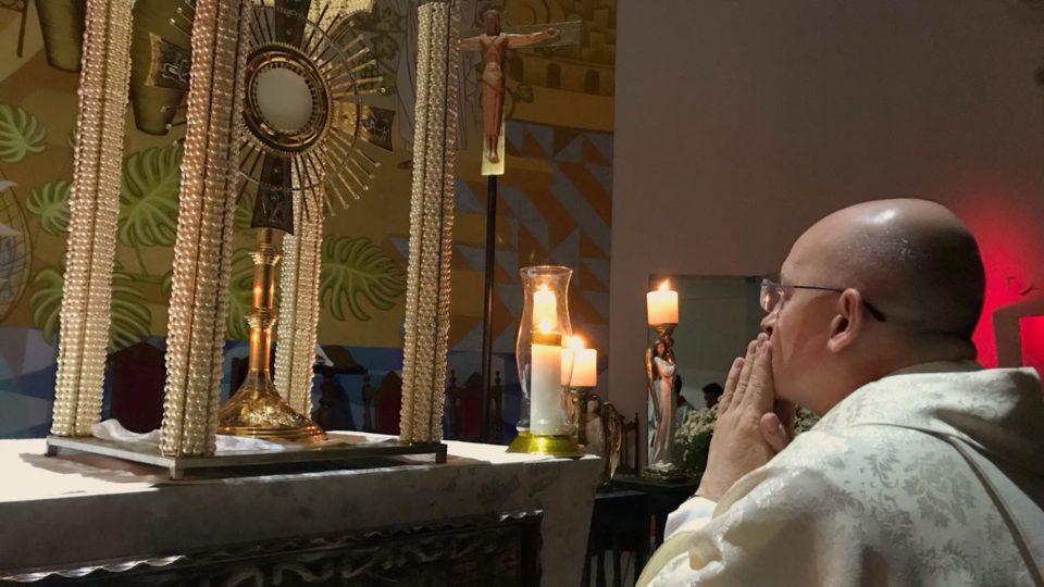 Dom Eduardo Malaspina celebrou terceiro dia do Cerco na Paróquia Nossa Senhora Aparecida