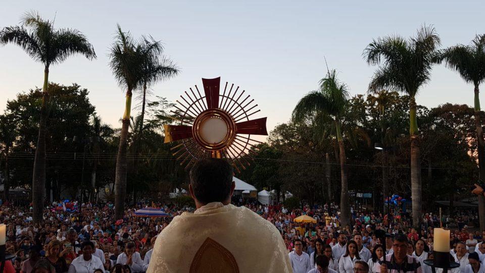 Corpus Christi em Matão reúne cerca de 70 mil pessoas; veja fotos da missa e procissão
