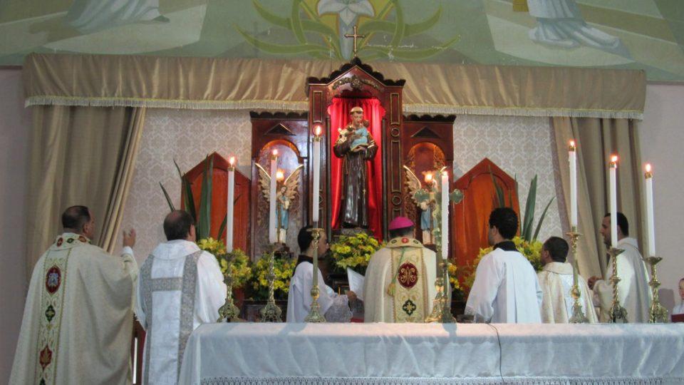 Bispo celebra nos Festejos de Santo Antônio em Barra Bonita