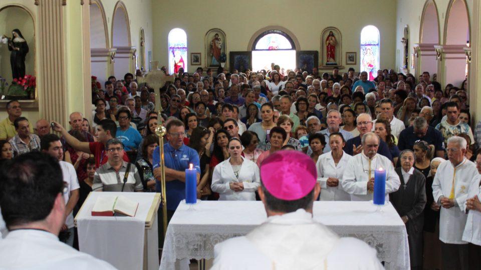 No dia dedicado a Nossa Senhora Aparecida da Babilônia milhares de devotos passaram pelo Santuário