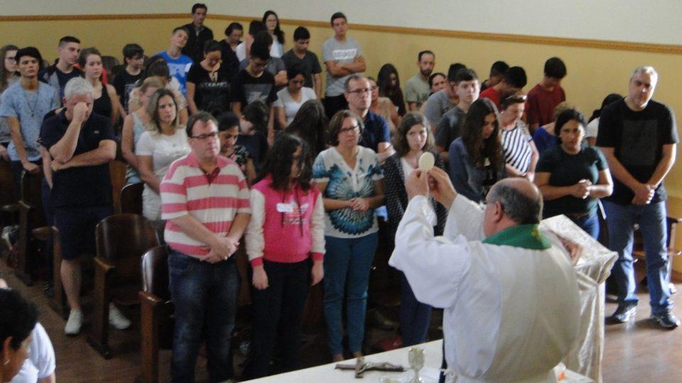 34º ECAR de Dois Córregos reuniu crismandos e pais