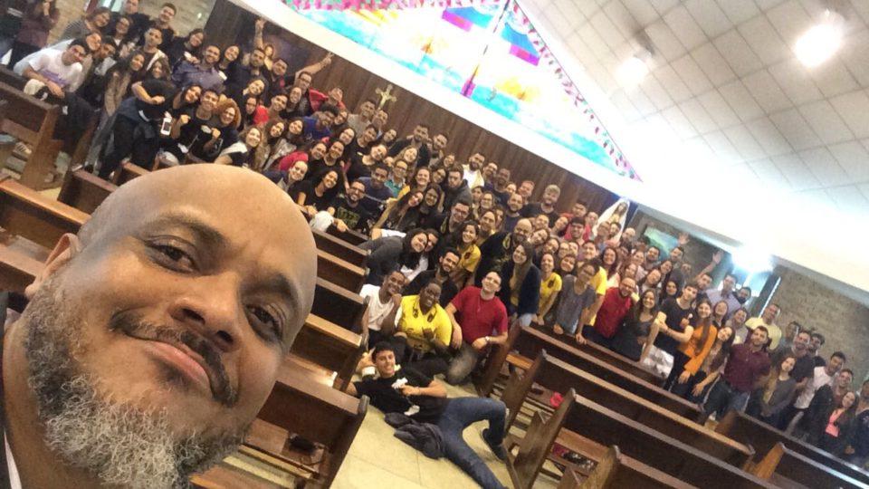 Comunhão e Oração marca Vigília da Juventude