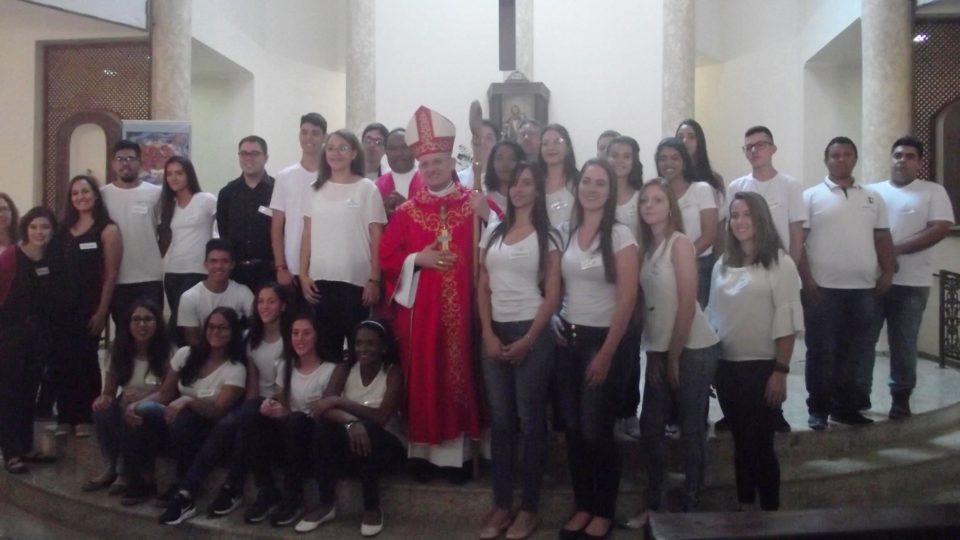 Bispo Auxiliar preside Sacramento da Crisma na Paróquia São José em São Carlos