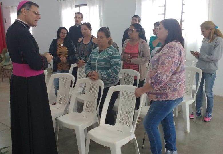 Bispo Diocesano visita bairro Frei Galvão em Jaú
