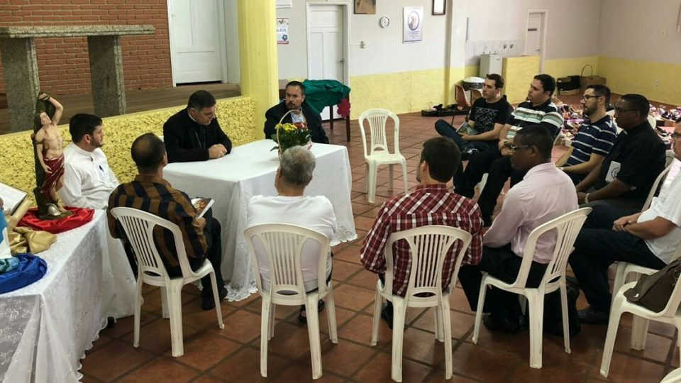 Dom Paulo Cezar se reúne com os padres de Jaú